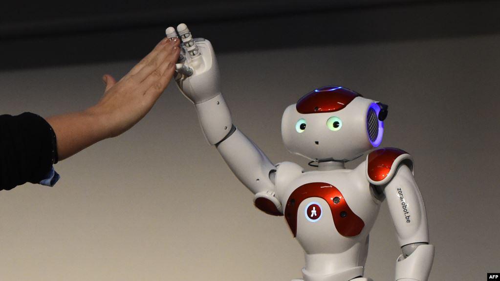 مقارنة بين جهاز الحاسوب والعقل البشري